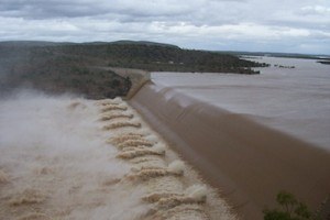 image water flowing from burdekin dam